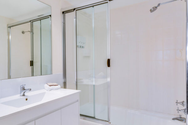 Metro Apartments on King Bathroom