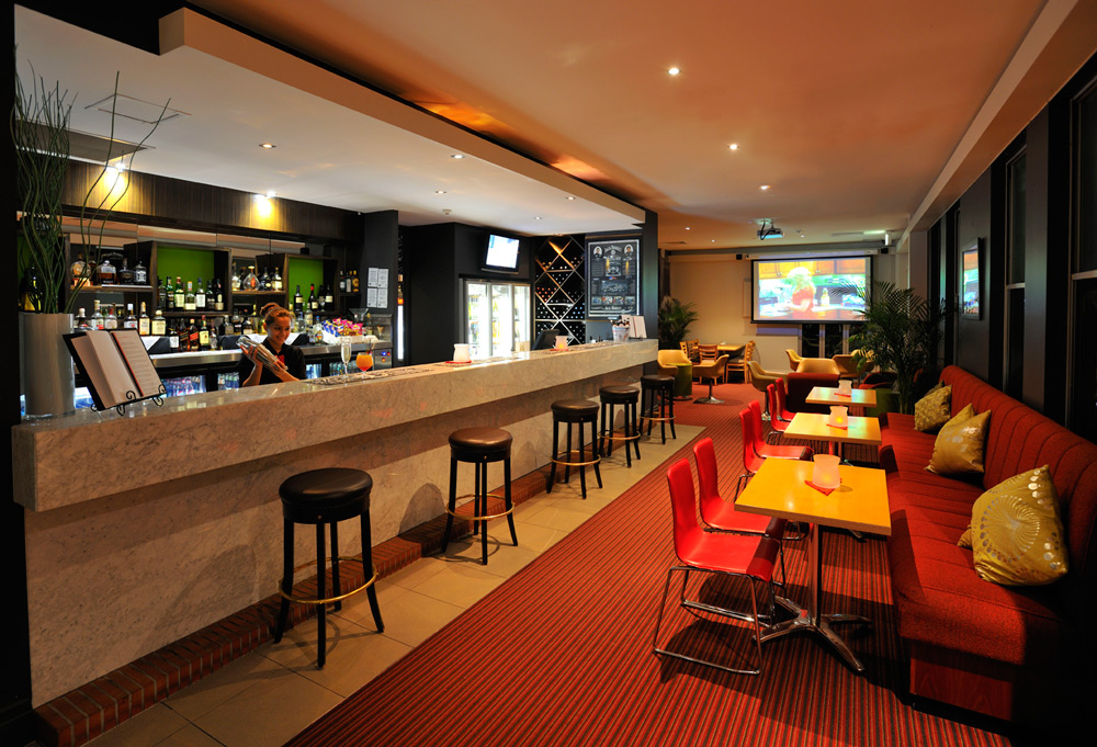 Metro Hotels Ipswich International Bar