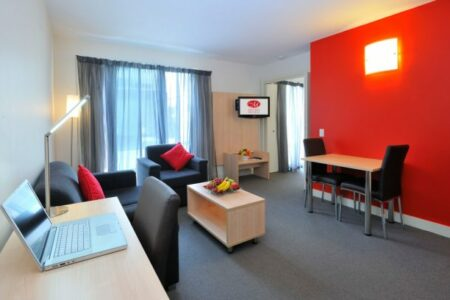 Early Bird Hot Deal - Metro Apartments on Bank Place Melbourne