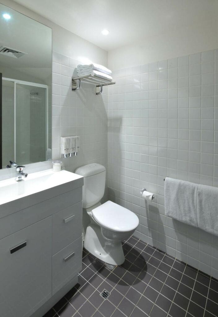 metro-bank-place-bathroom