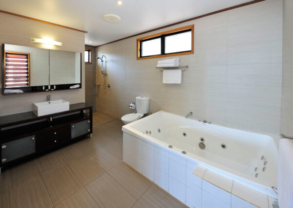 Groote Eylandt Lodge Spa Bungalow Bathroom
