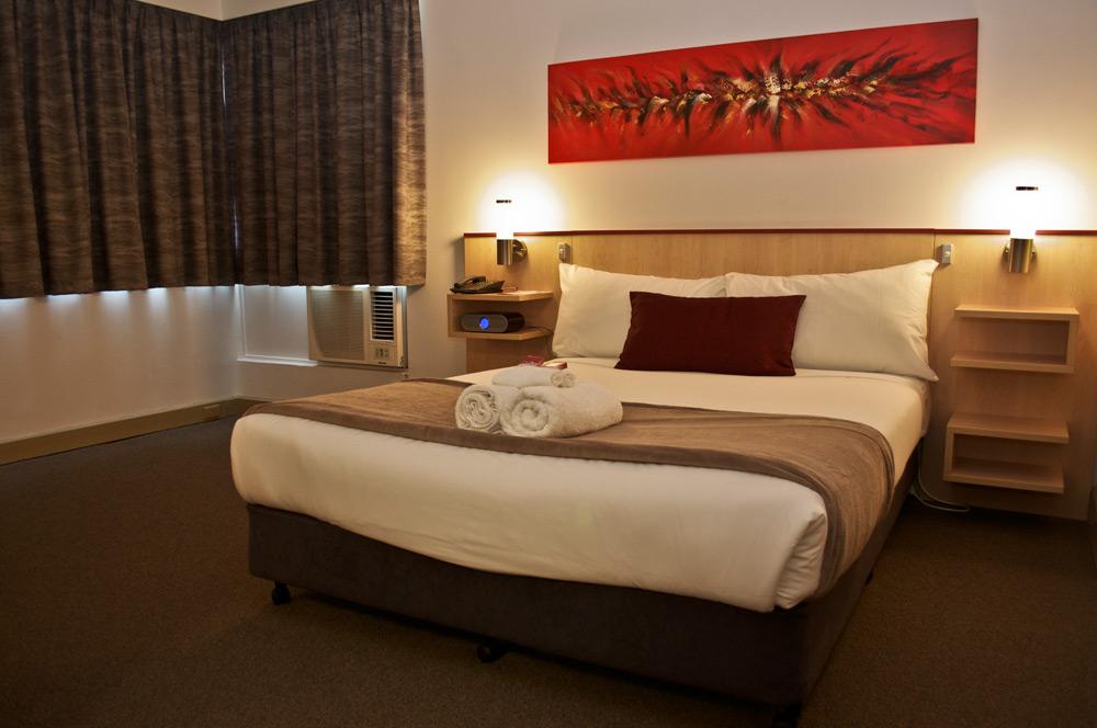 Metro Hotel Perth Room