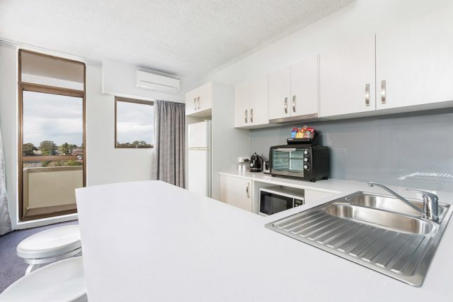 metro-hotel-miranda-apartment-2-lr