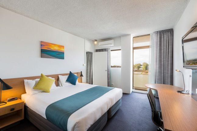 metro-hotel-miranda-apartment-3-lr