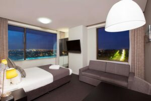 Metro Hotel Miranda Queen Suite Twilight
