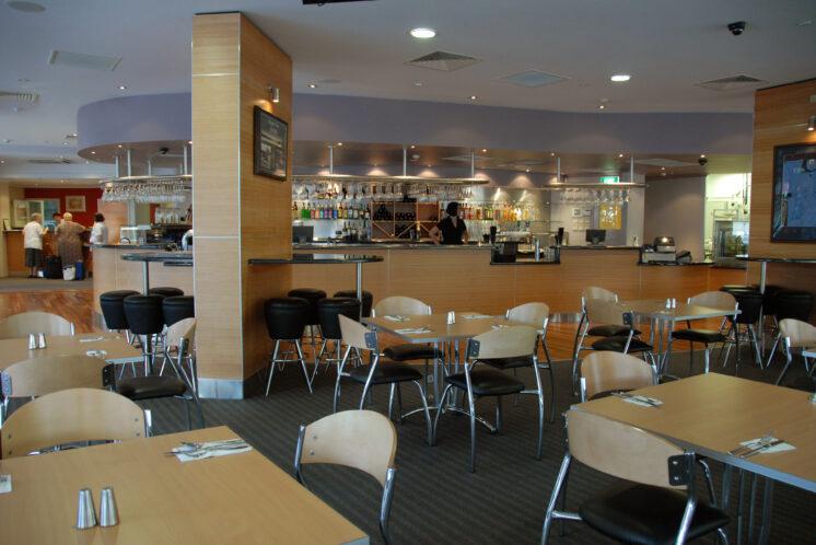 metro-hotel-tower-mill-restaurant-bar-area