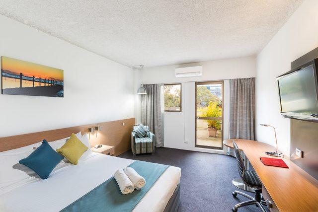 Metrol-Hotel-Miranda-Balcony-Room-1-HR