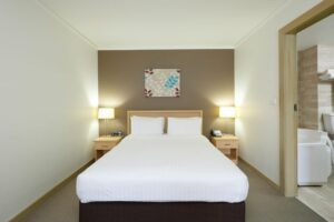 Metro Mirage Hotel Newport Waterfront Spa Room