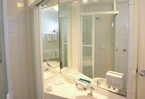 Metro Hotel Tower Mill Bathroom