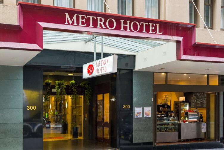 Metro Hotel on Pitt Exterior