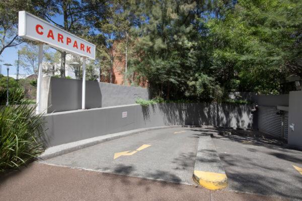 Metro Aspire Hotel, Sydney Carpark