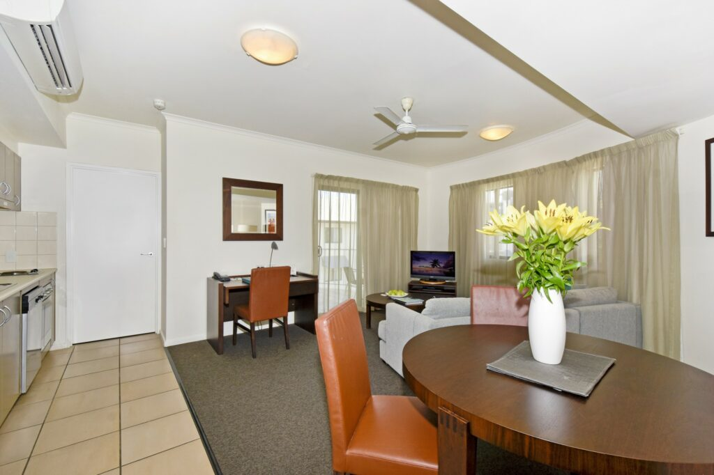 Metro Advance Apartments & Hotel Darwin 1 BR Loungeroom
