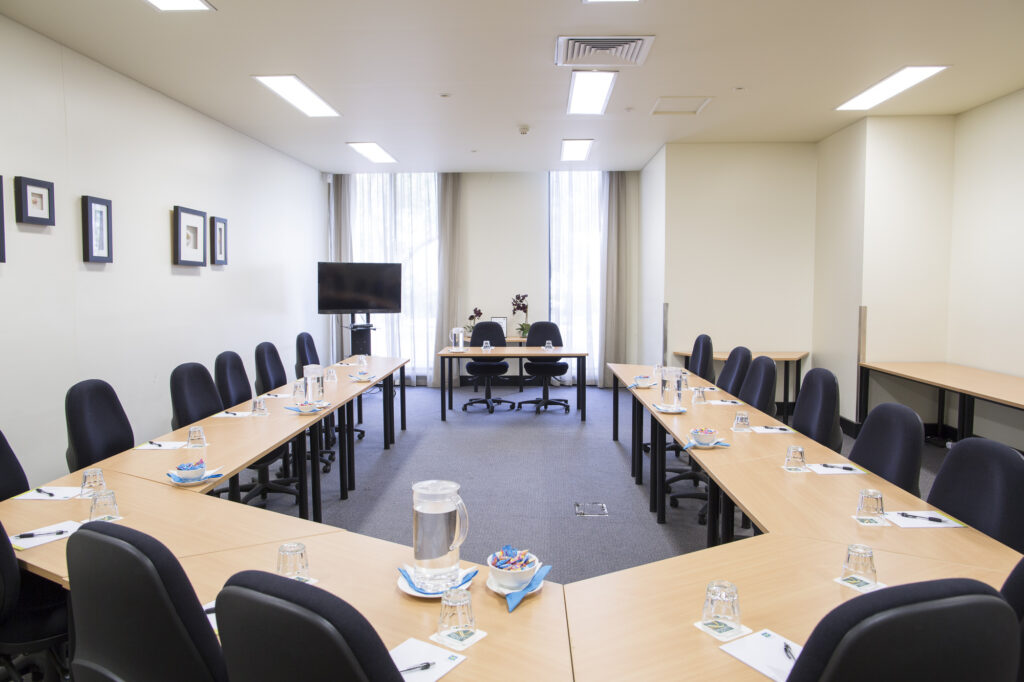 Metro Advance Apartments & Hotel Darwin Conference Room
