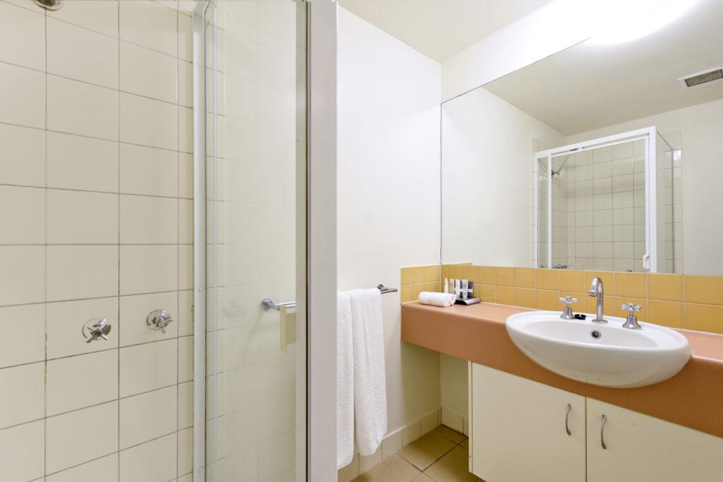 Metro Advance Apartments & Hotel Darwin Executive 2 BR Bathroom