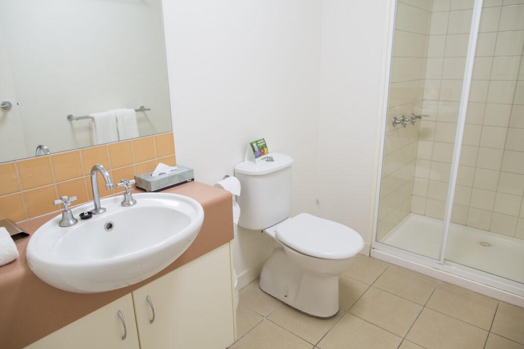 Metro Advance Apartments & Hotel Darwin Studio Bathroom