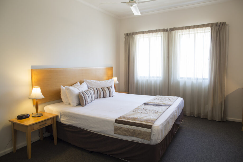 Metro Advance Apartments & Hotel Darwin Studio Bed Window - Copy