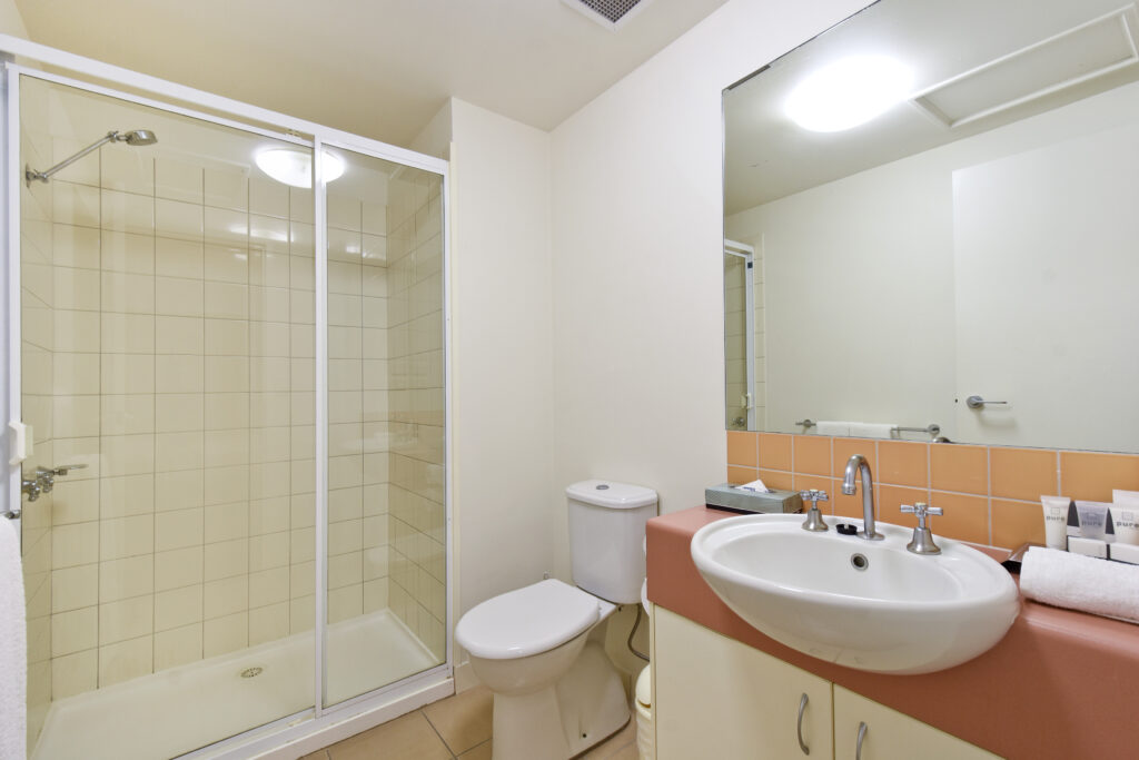 Walk-in Shower (Studio Room)