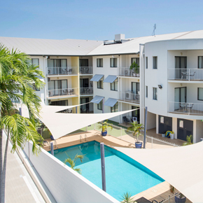 Metro-Advance-Apartments-&-Hotel-Darwin-Pool-Thumbnail