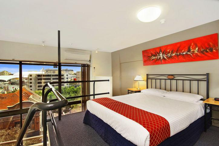 Metro-Apartments-Darling-Harbour-Loft-Style-Apartment